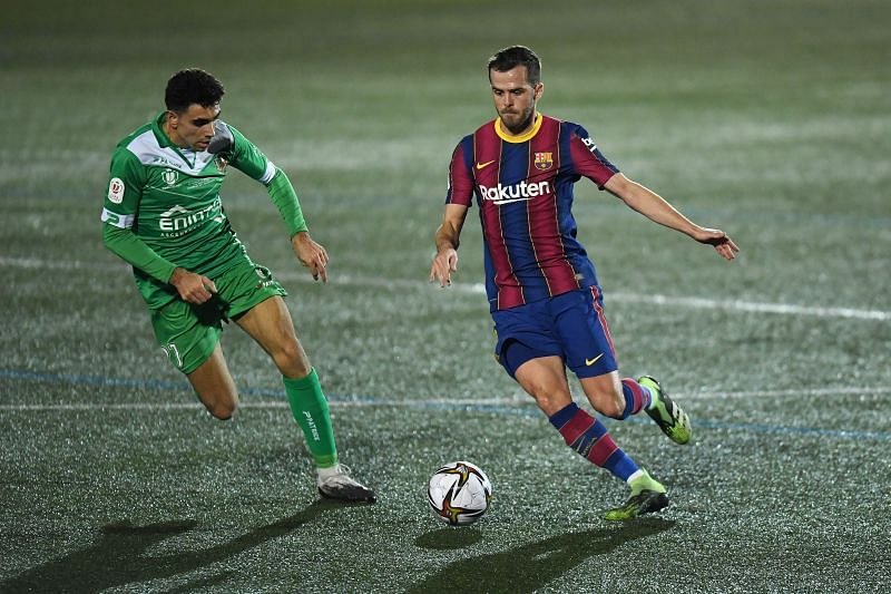 Miralem Pjanic in action for Barcelona