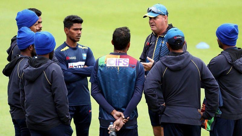 Mickey Arthur instructing the Sri Lankan players (P.C. Twitter)
