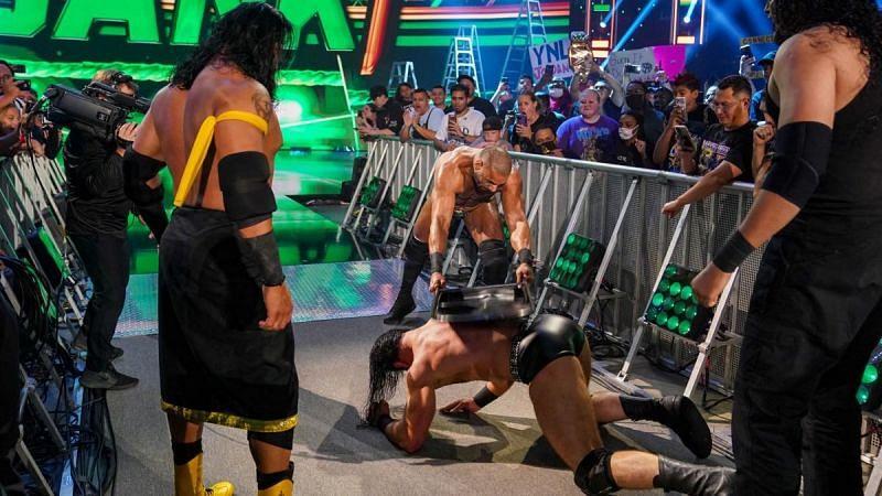 पूर्व WWE चैंपियन की हुई धुनाई