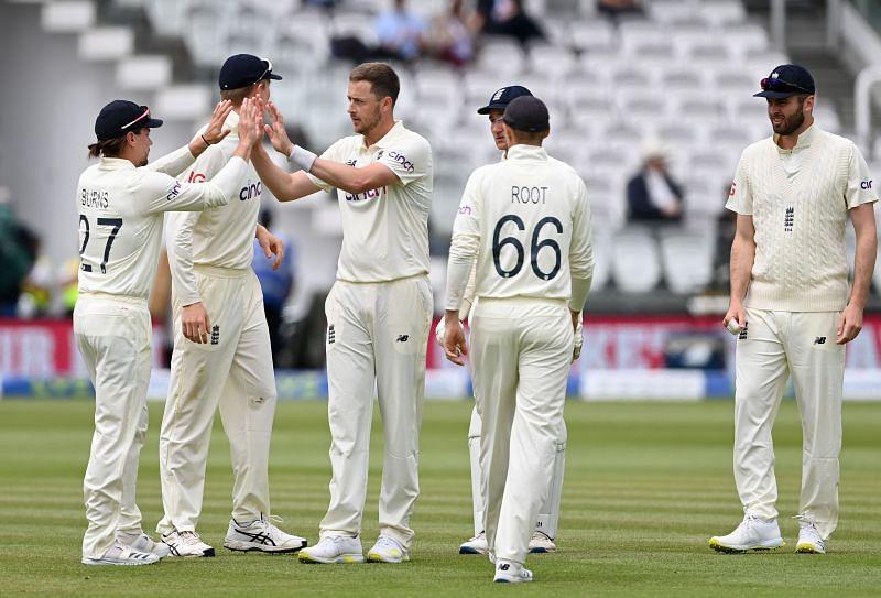 ओली रॉबिन्सन ने न्यूजीलैंड के खिलाफ लॉर्ड्स के ऐतिहासिक मैदान पर सात विकेट लिए थे