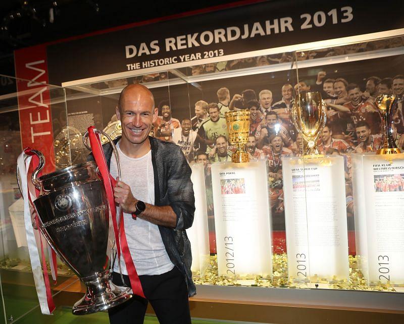 Arjen Robben visits FC Bayern Museum