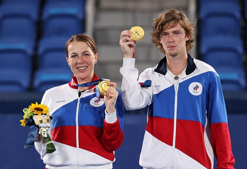 Anastasia Pavlyuchenkova and Andrey Rublev win the gold medal in mixed doubles