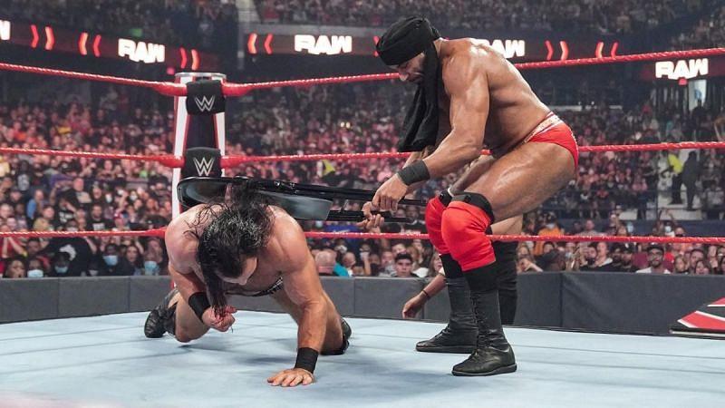 Jinder Mahal lay the beatdown on Drew McIntyre this week