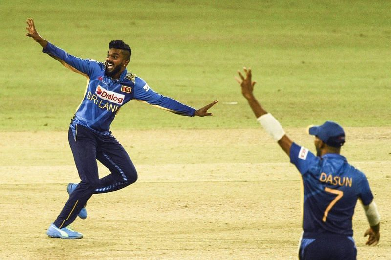 Wanindu Hasaranga and Sri Lanka skipper Dasun Shanaka appeal. (Credits: Twitter)