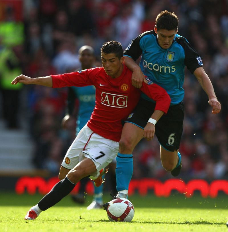 Cristiano Ronaldo playing fror Manchester United.