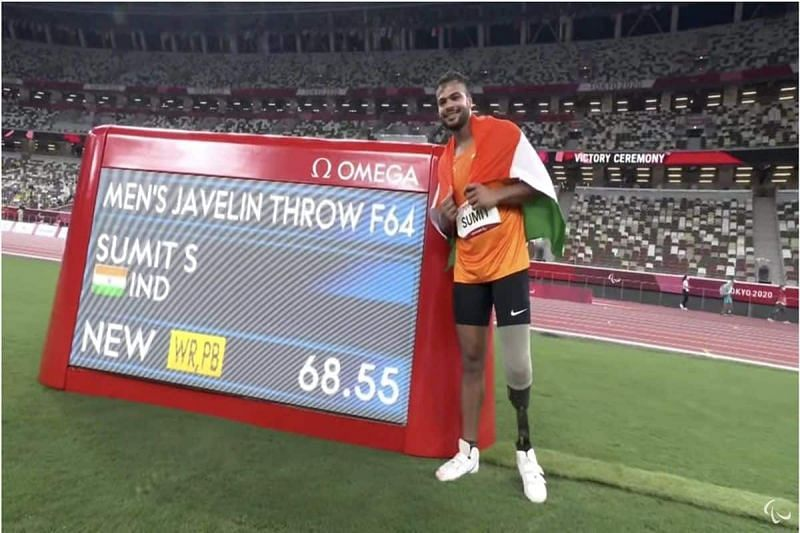 Sumit Antil with the new world record after winning the F64 javelin throw gold at the Paralympics 2021 (Image courtesy: Twitter)