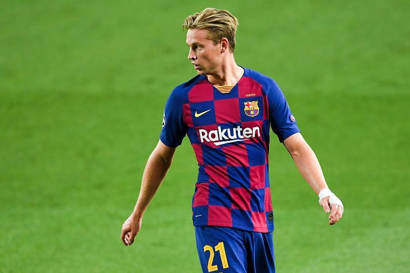 Frenkie De Jong played with bandage on his hand against Napoli last year; it was no dislocation but a bee sting.