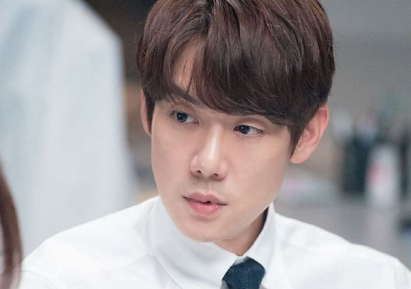 A still of Jeong-won in Hospital Playlist season 2 (Image via Instagram/hospitalplaylist)