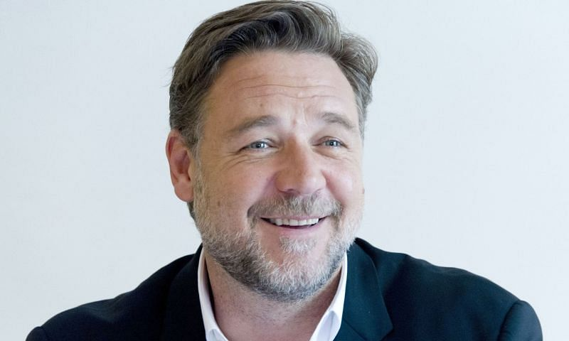 Russell Crowe, who was recently spotted with his girlfriend, Britney Theriot (Image via WallpaperAccess)