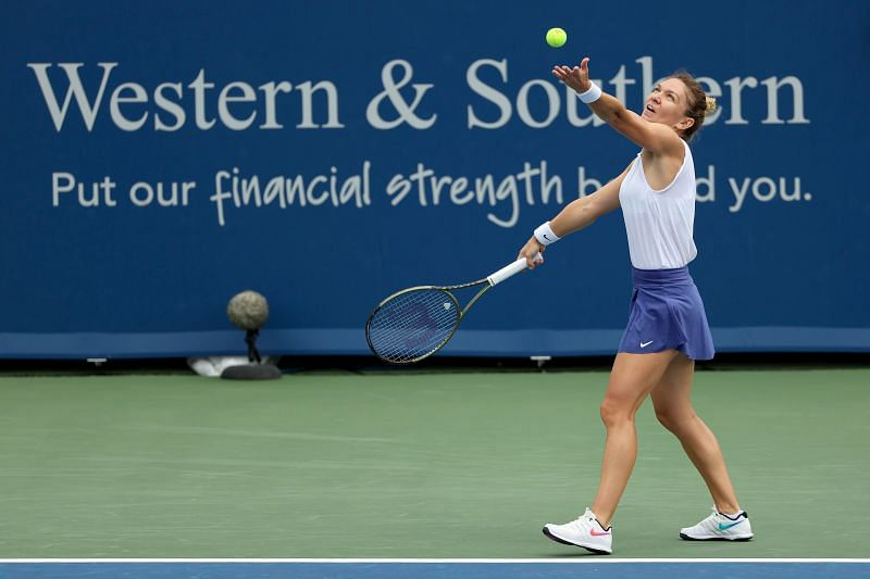 Simona Halep serves at the 2021 Western & Southern Open