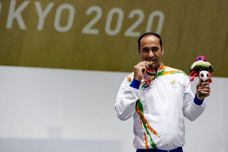 Tokyo Paralympics - सिंहराज अधाना ने शूटिंग 10मी एयर पिस्टल में कांस्य पदक जीता
