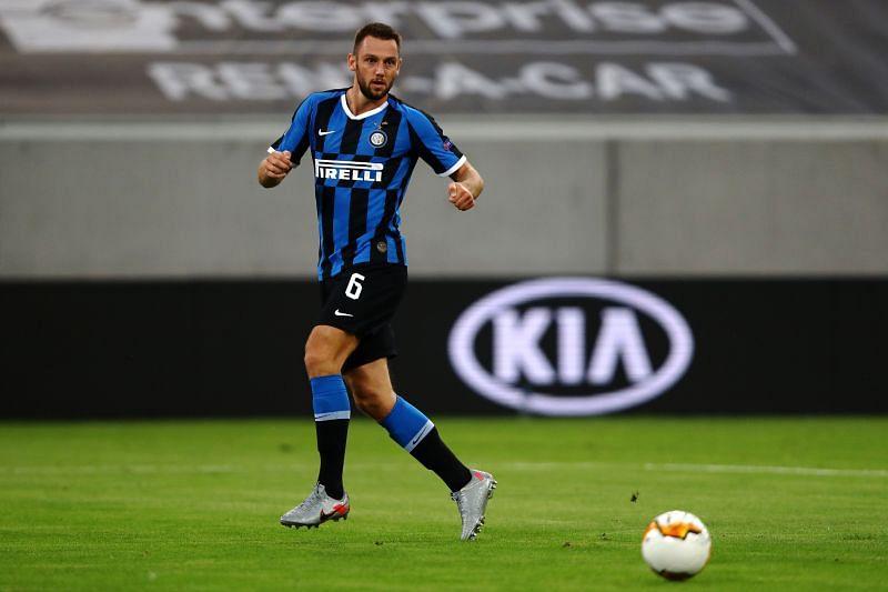 Stefan de Vrij in action for Inter Milan