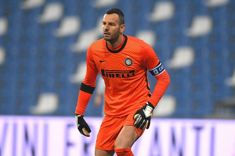 Samir Handanović bagged 15 clean sheets (the most) in Serie A 2020/21