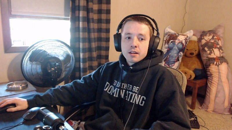 Popularny streamer Twitch Dellor (zdjęcie za pośrednictwem Sportskeeda)