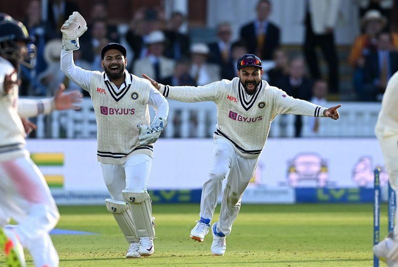 भारतीय गेंदबाजों ने नई गेंद के साथ बेहतरीन गेंदबाजी का प्रदर्शन किया। मोहम्मद सिराज ने धाकड़ खेल का प्रदर्शन किया। सिराज ने 4 विकेट हासिल किये। बुमराह ने भी 3 विकेट चटकाए। भारतीय टीम ने अंतिम घंटे में मैच जीत लिया