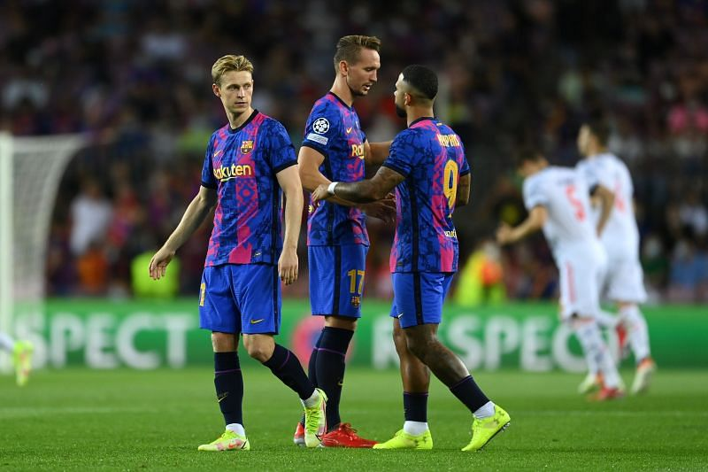 de Jong (C) was largely anonymous for Barcelona against Bayern Munich