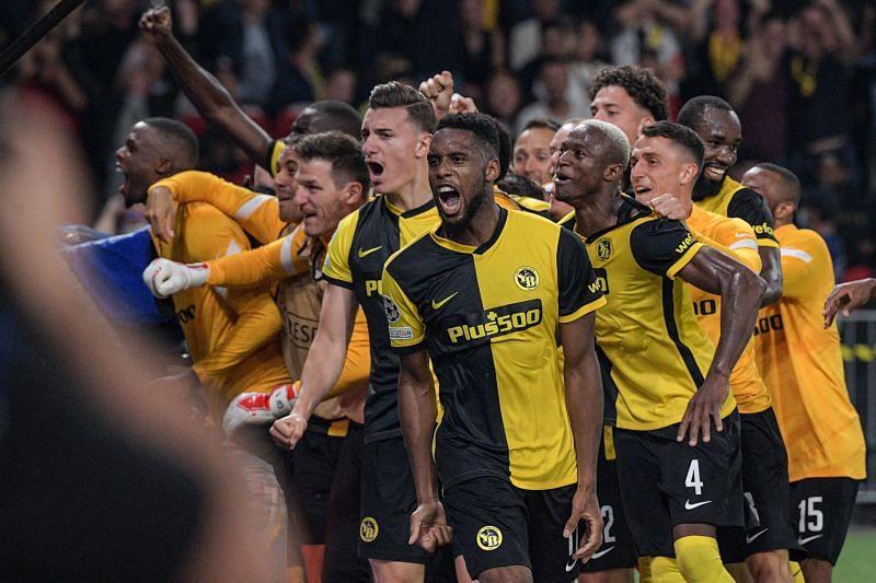 जीत के बाद खुशी मनाते Young Boys के खिलाड़ी