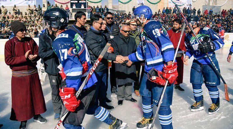 कश्मीर के गुलमर्ग में पिछले कुछ सालों से विंटर गेम्स का आयोजन किया जा रहा है।