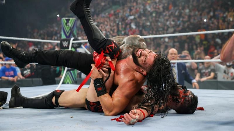 WWE Extreme Rules में यूनिवर्सल चैंपियन रोमन रेंस, डीमन फिन बैलर को हराने में कामयाब रहें