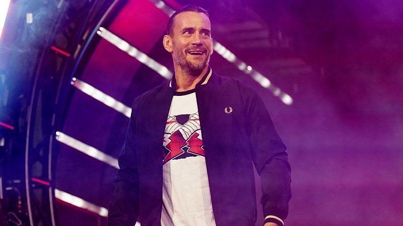 WWE दिग्गज सीएम पंक ने दिखाया अपना जलवा
