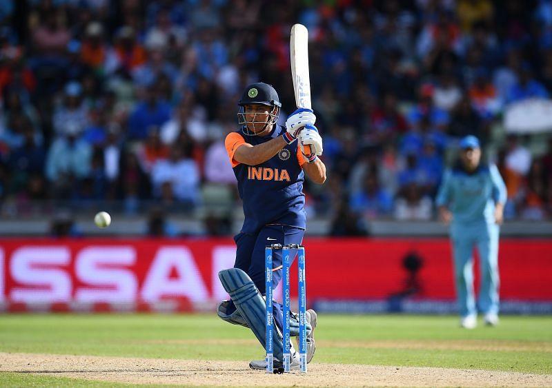 एमएस धोनी आईपीएल 2021 के दूसरे चरण में क्रिकेट खेलते हुए नजर आएंगे