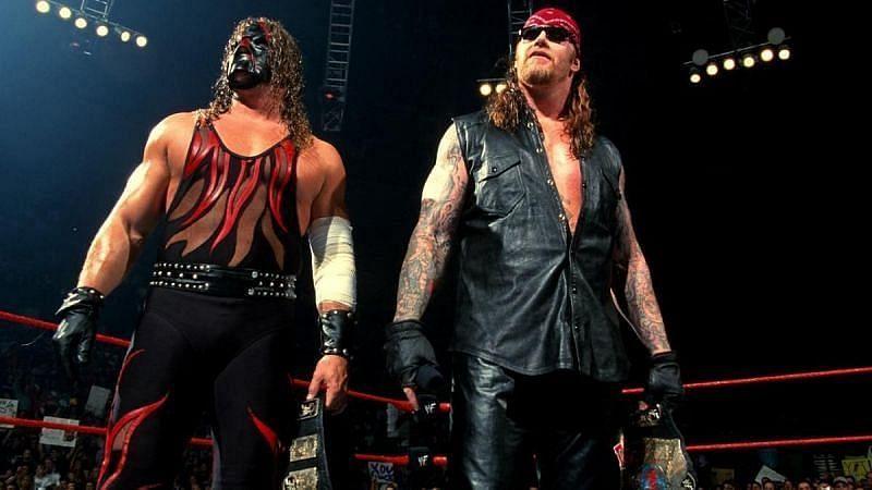 WWE में दिग्गज केन और अंडरेटकर ने साथ में बहुत काम किया