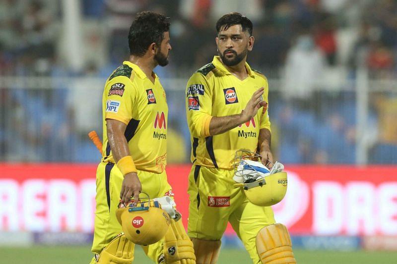 आरसीबी के खिलाफ मैच जीतने के बाद सुरेश रैना और एमएस धोनी