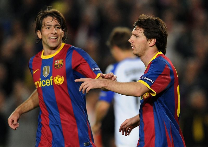 Maxwell (L) played for Barcelona between 2009-2012