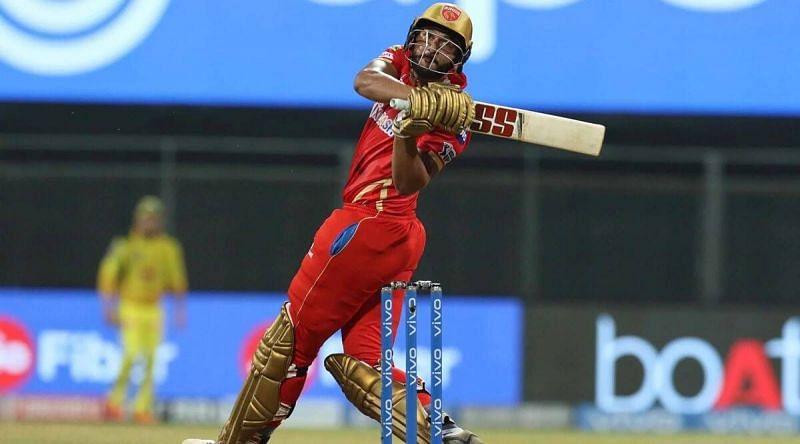 शाहरुख़ खान आक्रामक बल्लेबाजी के लिए जाने जाते हैं