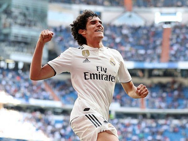 Vallejo was registered at the eleventh hour, giving him the number five jersey.