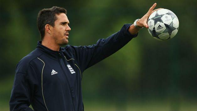 केविन पीटरसन खुद फुटबॉल के बड़े फैन हैं और चेल्सी के प्रशंसक हैं।