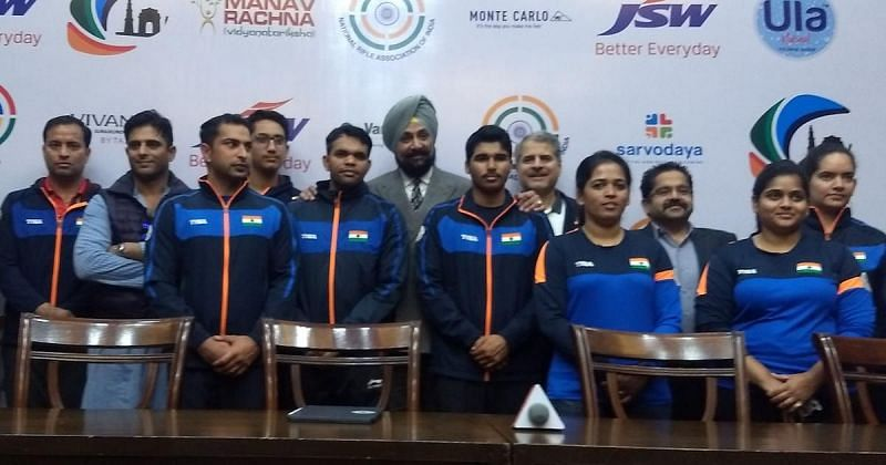 Raninder Singh with the Indian Tokyo Olympics team (Pic source: Scroll.in)