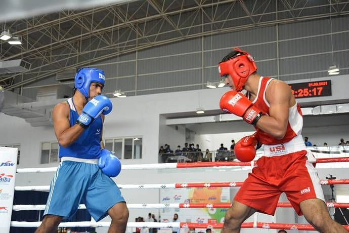 Rohit Mor defeated Mohammad Hussamuddin at the National boxing championships