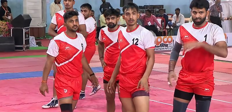 Rinku Sharma (Jersey no. 12) playing as the right corner for Chandigarh in 68th Senior Nationals.