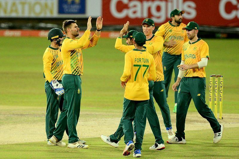दक्षिण अफ्रीका ने श्रीलंका को बुरी तरह हराया