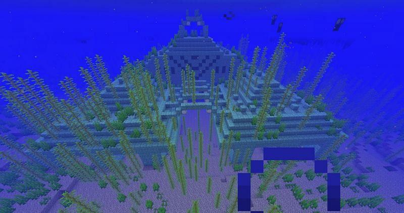 The big blue-green ocean monument (Image via Minecraft Wiki)