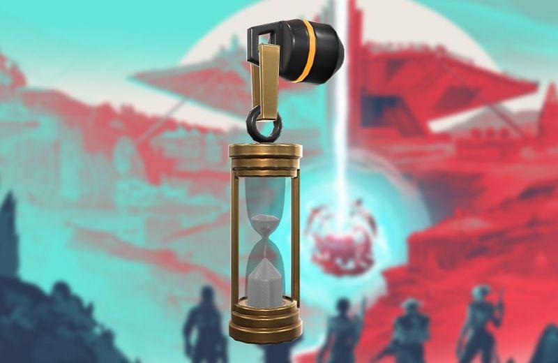 Pistol friend Memento Mori Hourglass (Image via Riot Games)