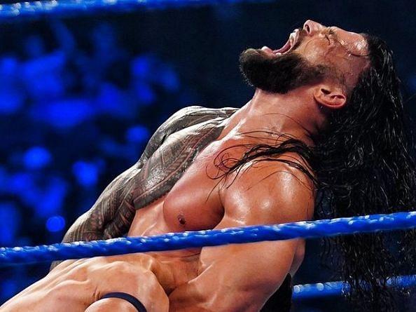 WWE SmackDown में रोमन रेंस ने डिफेंड की अपनी चैंपियनशिप