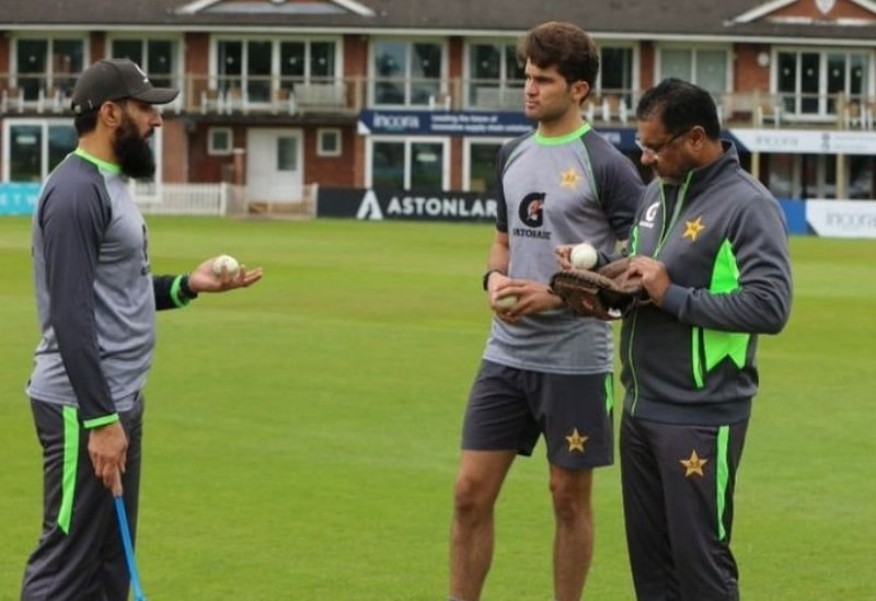 Misbah-ul-Haq (left), Shaheen Afridi (centre) and Waqar Younis. Pic: Shaheen Afridi/ Twitter