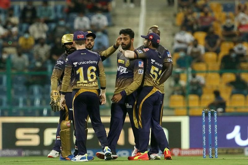 Varun Chakravarthy celebrates a wicket with KKR teammates. Pic: IPLT20.COM