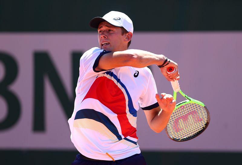 Alex de Minaur at the 2021 French Open.