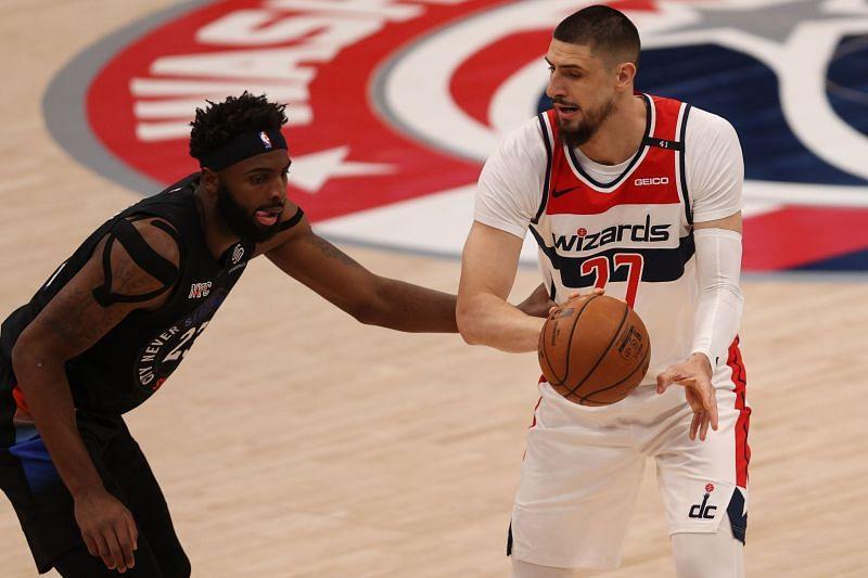The New York Knicks' Mitchell Robinson guarding the Washington Wizards' Alex Len
