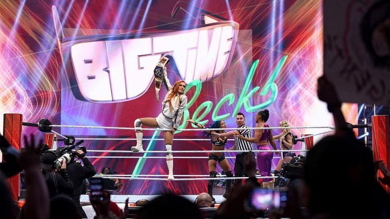 WWE Raw में दिग्गजों के बीच हुआ बवाल