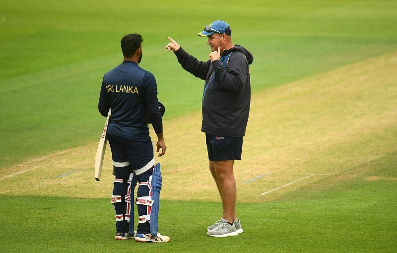 श्रीलंका टीम के नेट सेशन के दौरान मिकी आर्थर