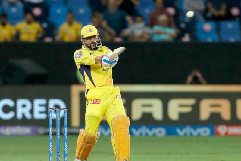 महेंद्र सिंह धोनी ने आखिरी ओवर में चेन्नई सुपर किंग्स को दिलाई जीत