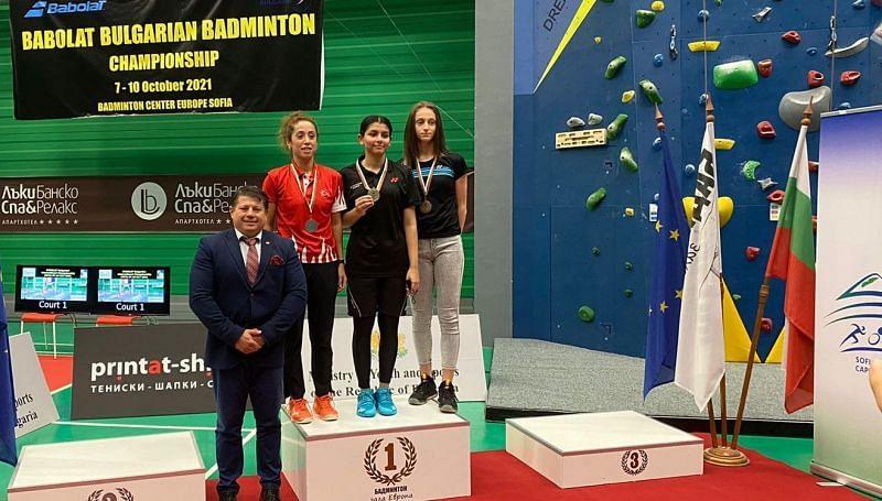 Samiya Imad Farooqui (C) upset second seed Ozge Bayrak of Turkey 16-21, 22-20, 21-11 in the final