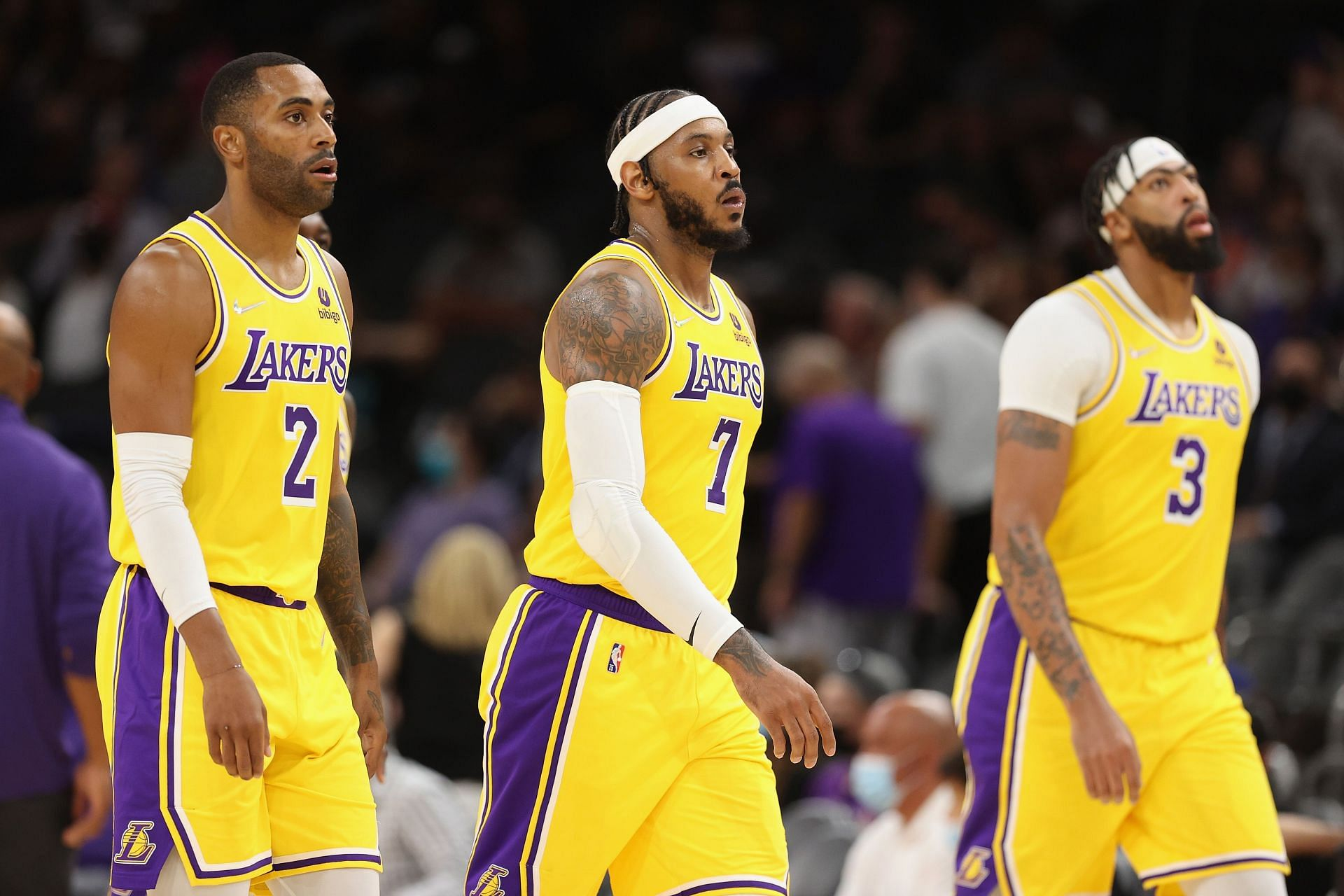 LA Lakers Wayne Ellington, Carmelo Anthony and Anthony Davis during an NBA game.