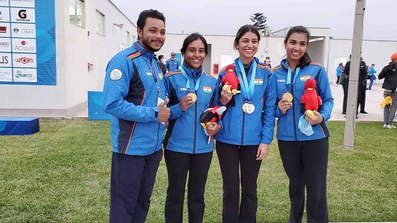 भारतीय जूनियर महिला टीम ने स्कीट स्पर्धा का स्वर्ण पदक जीता।