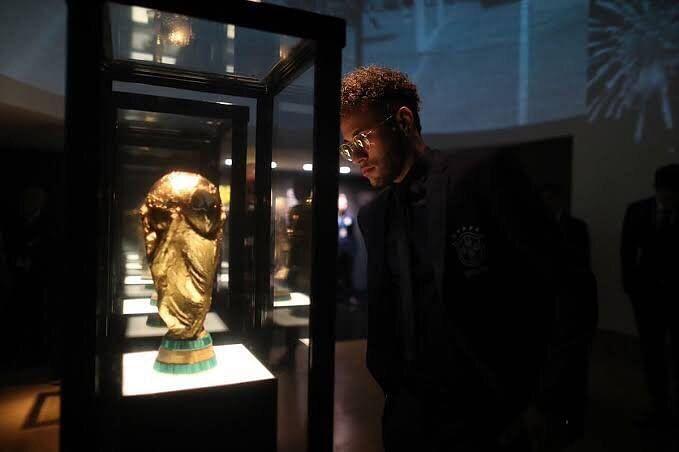 नेमार 2014 और 2018 विश्व कप में ब्राजील की ओर से खेल चुके हैं।