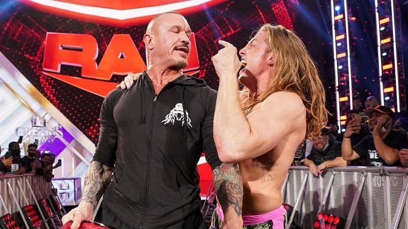 WWE Raw में रैंडी ऑर्टन ने जबरदस्त अंदाज में लगाया RKO